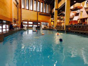 Mini-travellers-boat-pool